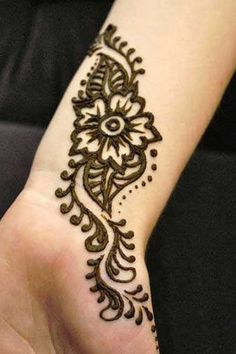 Inner wrist henna- can you imagine this as a white tattoo on your inner wrist