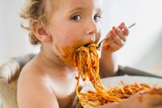 If you find yourself falling victim to mindless eating, use these tips and you will see your mindless eating disappear and as a bonus you will see the bathroom scale moving down. Breakfast For Kids, Best Breakfast, Breakfast Recipes, Breakfast Ideas, Mindless Eating, Baby Eating, People Eating, Food Humor, Funny Food