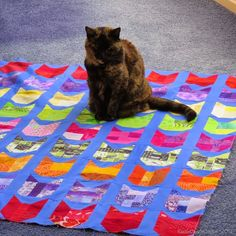 Rainbow Kitties quilt by Razzle Dazzle Quilter (New Zealand). Pattern by Oh Fransson.