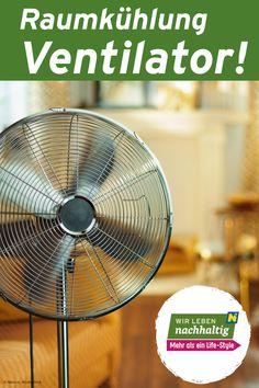 Ventilatoren machen die warme Luft erträglicher. Die Wärme des Körpers wird abtransportiert und das Raumklima damit als angenehmer empfunden. Das funktioniert bis etwa 37 Grad Lufttemperatur. Mehr Tipps über Ventilatoren findest du in diesem Beitrag. Grad, Fan, Sustainability, Household, Tips