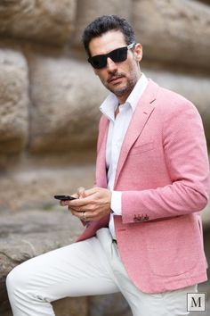 My red/pinkish jacket from Altea is very eclectic, which means you can wear it on any occasion and always feel perfect.You will remember I was wearing it at the James Beard American Restaurant Pink Suit Men, Look Rose, Modern Mens Fashion, Purple Outfits, Stylish Mens Outfits, Summer Suits, Pink Summer, Wedding Suits, Mens Suits