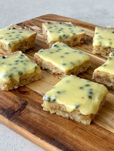 ✨Passionfruit Weetbix slice ✨ This delicious slice has a chewy coconut and Weetbix base which goes so well with the passionfruit icing. Passionfruit Slice, Passionfruit Recipes, Aussie Food, Australian Food, Australian Recipes, Gluten Free Baking, Vegan Baking, Chocolate Weetbix Slice, Cake Recipes