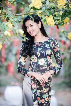 Vietnamese Clothing, Vietnamese Dress, Vietnamese Traditional Dress, Traditional Dresses, Beautiful Girl Image, Beautiful Asian Women, Oriental Fashion, Asian Fashion, Fashion Women