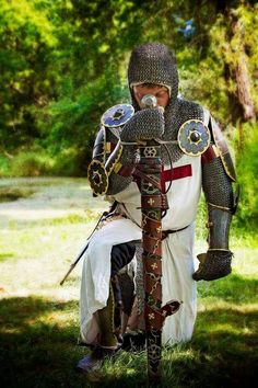 "ritasv: "" Crusade at BRF 2015 by The Duchess "" crusader knight Medieval World, Medieval Knight, Medieval Armor, Medieval Fantasy, Knight In Shining Armor, Knight Armor, Martial, Crusader Knight, Armadura Medieval"