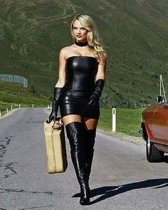 More lovely ladies wearing sexy and stylish leather dresses: . Sexy Boots, Cool Boots, Looks Pinterest, Sexy Women, Women Wear, Look Girl, Sexy Latex, Leather Dresses, Leather Outfits
