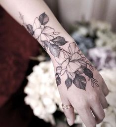 #FlowerTattooDesigns