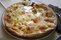 La focaccia di Recco Bimby è una preparazione tipica di Recco resa irresistibile dalla presenza del formaggio. Ecco la ricetta