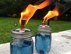 Easy to make - DIY Mason Jar Citronella Candles Citronella Oil, Citronella Candles, Oil Candles, Mason Jar Projects, Mason Jar Crafts, Mason Jar Diy, Bottle Crafts, Outdoor Projects, Easy Diy Projects