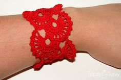 Queen Ann's Lace Bracelet Tutorial. Would be nice to use this pattern to make a matching scarf.