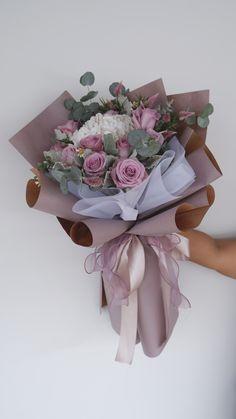 Boquette Flowers, Money Flowers, How To Wrap Flowers, Beautiful Bouquet Of Flowers, Luxury Flowers, Beautiful Flowers, Flower Bouquet Diy, Gift Bouquet, Flower Shop Decor