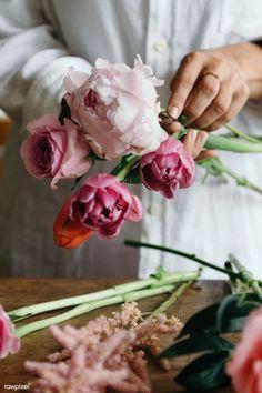 Exotic Flowers, Tropical Flowers, Spring Flowers, Purple Flowers, Hand Flowers, Beautiful Flowers, Lilies Flowers, Flowers Garden, Beautiful Flower Arrangements