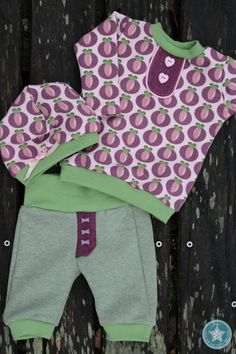 Kleines Freebook für die Kleinsten und Frühchen sowie für Puppenmamas! Dieses Shirt ist ein tolles und wandlungsfähiges Basic für ein Lang-oder Kurzarmshirt. Genäht werden kann das Shirt aus Jersey, Interlock oder auch Sweat, je nach persönlichem Geschmack! Dieses Freebook beinhaltet die Größe 50/56 Das Tutorial/die Anleitung dazu findest du HIER! Ebook Shirt Julez in den Größen 62-68 bis 134/140 erhältst du hier. Willst du das Shirt kleiner nähen, z.B. für Frühchen oder Puppen, empfehle...