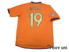 """""""Barcelona 2006-2007 Away #19 Messi""""  Vintage Soccer Jerseys Footuni online shop. 「Barcelona 2006-2007 Away #19 Messi LFP patch NIKE La Liga club teams」page. Products offered are abundant according to an age in a classic football shirts. It is introduction at simple and convenient prices, such as an age, player supplies, etc. of a Soccer Jerseys with acquisition difficult in others."""
