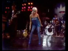 ▶ Blondie The Midnight Special.  So bizarre, but I as soon as I saw this clip I remember watching it the night it was on TV.