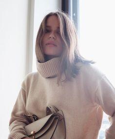 @hannasjournal wearing the Cashmere Roller