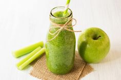 Healthy celery smoothie with green apple in bottle. green smoothie for weight loss and detox Juicing Vs Smoothies, Celery Smoothie, Apple Smoothie Recipes, Ginger Smoothie, Pear Smoothie, Apple Smoothies, Yummy Smoothies, Snacks For Work, Healthy Work Snacks