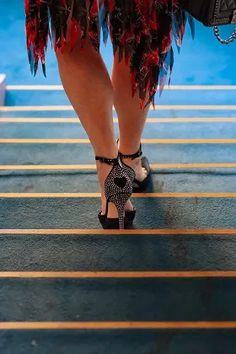 Seconde main de luxe on en parle ? - MireilleOver60 La Vitrine à Nice est un dépôt-vente pas comme les autres. Uniquement des accessoires, principalement des chaussures, très haut de gamme. Remises en état par des professionnels avant d'être proposées à la vente. Concept innovant et unique. On  adhère totalement Ouverture 20 septembre 2020 au 7 rue de Russie Nice, et en ligne. #chaussures #luxe #secondemain #recyclage #antigaspi #stopwaste #upcycling Mode Cool, Totalement, Cool Stuff, Unique, Blog, Shoes, Glass Display Case, Fitness Exercises, Ladies Shoes
