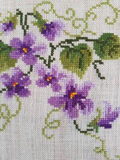 Beautiful 32 x 11 / floral / cross stitch / image 4 Cross Stitching, Cross Stitch Embroidery, Hand Embroidery, Boutique Vintage, Vintage Shops, Marcia Caires, Pink Tablecloth, Tablecloths, Cross Stitch Cushion