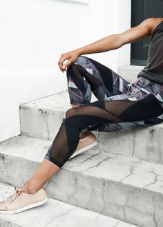 Beautiful, technical and reversible yoga leggings that will take you from studio to street. What more does a girl need? Now in the sale!
