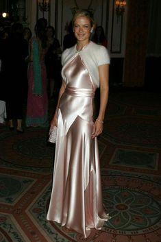 Silk Satin Dress, Satin Dresses, Sexy Dresses, Beautiful Dresses, Carolyn Murphy, Chiffon Ruffle, Satin Blouses, Celebrity Dresses, Classy Dress