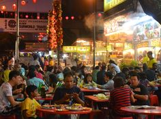 Jalan Alor Food Street in Bukit Bintang area of Kuala Lumpur. Best of KL Malaysian and Chinese Food. For our boutique Kuala Lumpur City Guide incl. Malaysian Food and Kuala Lumpur Boutique Hotels check our website: http://best-of-kl.com/