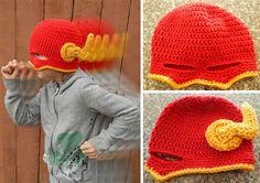 Niño con un gorro con diseño de Flash