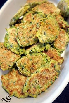 Galettes de courgettes à la plancha Zucchini pancakes on the plancha, a light and tasty recipe, accompanied by Provencal tomatoes and grilled meat – bread on the board …. Meat Recipes, Healthy Dinner Recipes, Vegetarian Recipes, Grilling Recipes, Grilled Zucchini, Grilled Meat, Zucchini Patties, Zucchini Pancakes, Healthy Baking