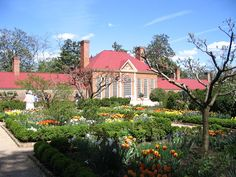 First American President George Washington's beautiful home ~ Mount Vernon, Virginia.in Springtime Historic Architecture, Historic Houses, Architecture Details, Mount Vernon Washington, George Washington, Presidents Book, Alexander Hamilton, Southern Homes, Dream Garden