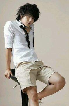 Yoon Si-yoon (윤시윤)