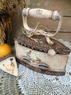 news - Crafts Decoupage Vintage, Vintage Crafts, Vintage Sewing, Fun Crafts, Diy And Crafts, Jar Art, Creative Box, Antique Iron, Bottle Painting