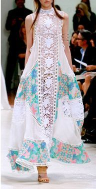 Looks like Pakistani Fashion ! Looks like Pakistani Fashion ! Mode Hippie, Mode Boho, Boho Chic, Bohemian Style, Hippie Chic, Bohemian Outfit, Gypsy Chic, Hippie Bohemian, Hippie Style