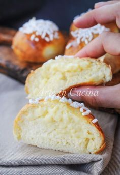 Brioche alla crema pasticcera soffici e facili Italian Desserts, Italian Recipes, Cookie Recipes, Dessert Recipes, Breakfast Desayunos, Bread And Pastries, Antipasto, Sweet Bread, Love Food
