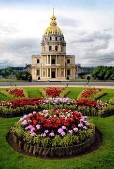 France tours & packages 2020 invite you to the beauty and incredible sights of France architecture and culture. Choose from budget to luxury France tour vacations. Places Around The World, The Places Youll Go, Places To See, Around The Worlds, Beautiful World, Beautiful Gardens, Beautiful Places, Beautiful Gorgeous, Amazing Places