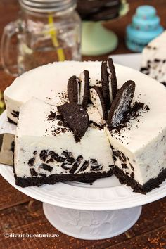 oreo-cheesecake-fara-coacere-felie_ Cake Recipes, Dessert Recipes, Just Cakes, Oreo Cheesecake, No Cook Desserts, Dessert Drinks, Homemade Cakes, Mini Cakes, Yummy Cakes
