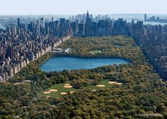 Центральный парк, Нью-Йорк    Один из самых посещаемых в мире занимает 341 га. / Central Park, New York    One of the most visited in the world occupies 341 hectares.