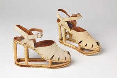 Schoenen | Shoes, Raffaello Galgani (uitvoering | execution), Jan Jansen (design), 1973-1975, suede en hout | suede and wood, Centraal Museum Utrecht. #modemuze #centraalmuseum #white