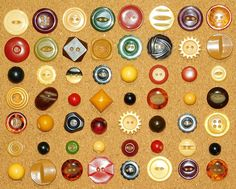 """Vintage LOT OF 20 /""""EYE/"""" Browns Carved Plastic Bakelite Sewing Buttons Matching"""