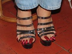 She could have at least made sure her pinky toes made it into the straps! But they are very pretty! Pretty Toe Nails, Cute Toe Nails, Sexy Nails, Cute Toes, Sexy Toes, Pretty Toes, Beautiful Toes, Gorgeous Heels, Feet Soles