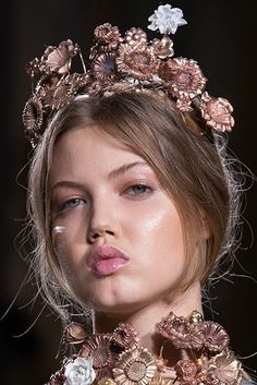 Haute Couture Beauty 2013  Giambattista Valli: Elaborate rose and gold hair accessories and neckpieces stole the show and complemented the clothes.