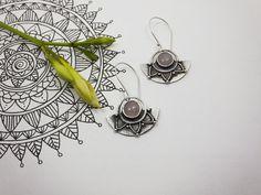 Mandala Earrings in Silver & Pink Quartz. por PuntoPausa en Etsy
