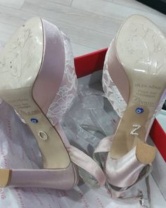 #divannikundura #forcoctail #handmade #wedding #gelinayakkabısı #gelin #dantel #fıyonk #kurdele #gelin #gelınlık #gelinlik http://gelinshop.com/ipost/1492186310961367818/?code=BS1T4s7jYsK