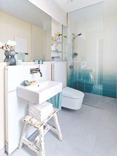 Das 5 Quadratmeter große Bad direkt neben dem Eingang ist ein wahres Platzwunder!