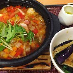 今日の晩御飯は、 1日分の野菜スープご飯 & ナスほうれん草で、鉄分補給♪♪(๑ᴖ◡ᴖ๑)♪&オリーブオイル ・ お腹も心も満腹になるのに、嬉しい低カロリー(^^) ・ ・ #ダイエット#ヘルシー#食べ物#グルメ#ごはん#私ごはん#うちごはん#美味しい#好き#美食#食べる#野菜#肉#元気#美容#健康#グルレポ#果物#作品撮り#美食#デニーズ#お気に入り#健康食#体づくり#1日分の野菜