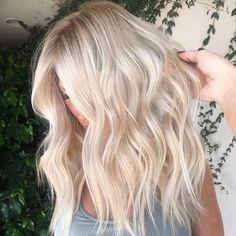 75 Beste Haarfarben Trend 2020 Platinum Blonde Hair Beste Haarfarben Trend White Blonde Hair, Blonde Hair Looks, Platinum Blonde Hair, Light Blonde, Dark Blonde, Blonde Layers, Beautiful Blonde Hair, Golden Blonde Hair, Blonde Wig