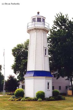 Many people incorrectly identify the Niagara River Rear Range #Lighthouse as the Grand Island Front Range Lighthouse. The Grand Island Front Range Lighthouse was erected in 1917 and served to mark the channel north of Strawberry Island. #NY http://www.roanokemyhomesweethome.com