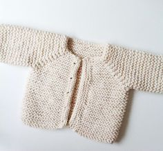 Jolyon cardigan, free pattern Baby sweater pattern by Handy Little Me. If you are a beginner knitter this pattern is perfect for you to practice the knitting basics. Baby Knitting Patterns Free Newborn, Baby Cardigan Knitting Pattern Free, Crochet Baby Blanket Free Pattern, Kids Knitting Patterns, Baby Sweater Patterns, Knitting For Kids, Easy Knitting, Baby Patterns, Knitted Baby Beanies