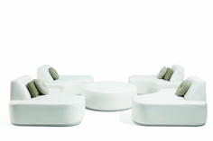 Manutti // This curved outdoor sofa consists of four sofa islands that can be mixed and moved around a central coffee table or footrest - Moon Island Collection Find Logo, Outdoor Sofa Sets, Modular Sofa, Footrest, Luxury Living, Sofa Design, Islands, Moon, Concept