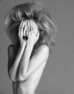 Fake-Emotion Photography - Inez & Vinoodh Images Expose Bodies Yet Hide True Feelings (GALLERY)