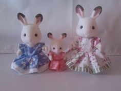 Today I want to show you a simple pattern for a new dress for your Sylvanian ladies.     I've made 3 dresses for my Chocolate Rabbit family...