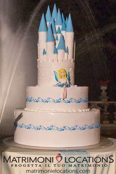 Una wedding cake da... FAVOLA!!!  #matrimonielocations #matrimonio #wedding #mariage #nozze #torte #torte #weddingcake #weddingcakes #cake #cakes #tortamatrimonio #sposa #bride #sposi #catering #cateringmatrimonio #weddingcatering Wedding Catering, Wedding Cakes, Bride, Desserts, Food, Weddings, Wedding Gown Cakes, Wedding Bride, Tailgate Desserts
